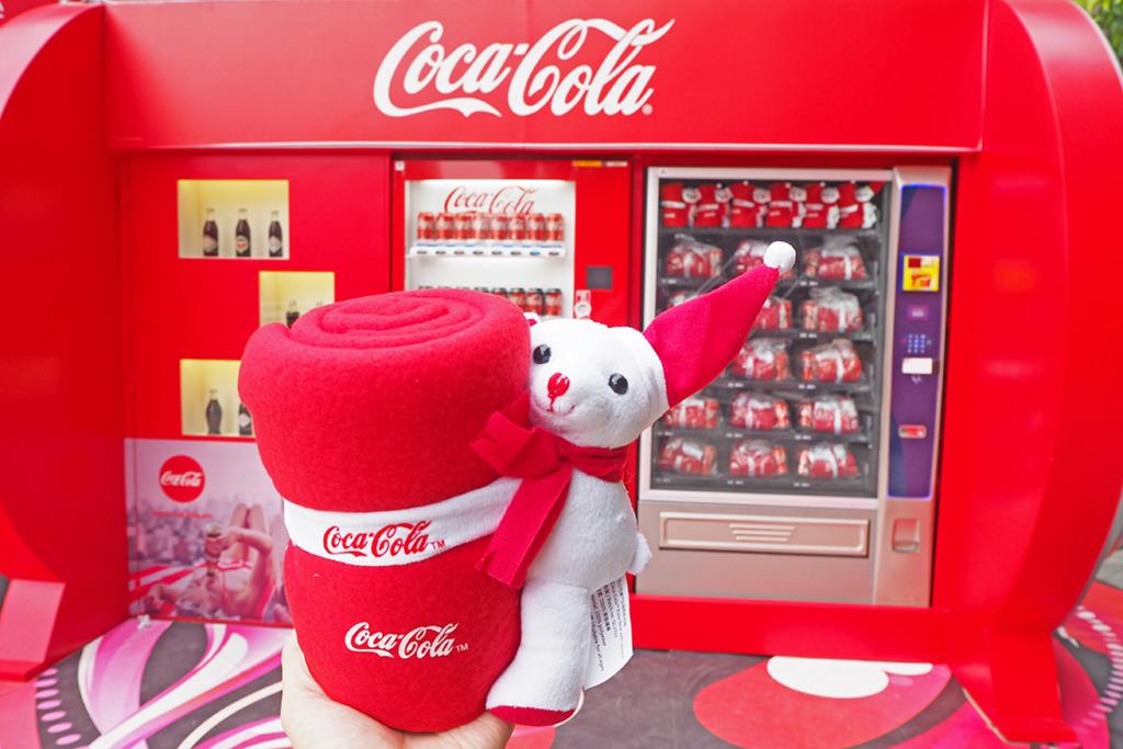 可口可樂博物館首度登陸香港 限量發售得意聖誕熊仔