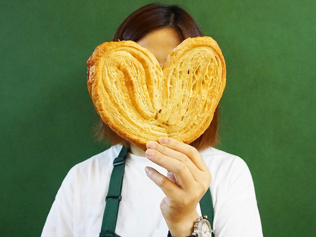 尖沙咀麵包店推特大蝴蝶酥 超巨型大過塊臉!