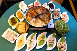 純素餐廳心齋推冬日限定四格火鍋:5款湯底選擇+超過50款配料任食
