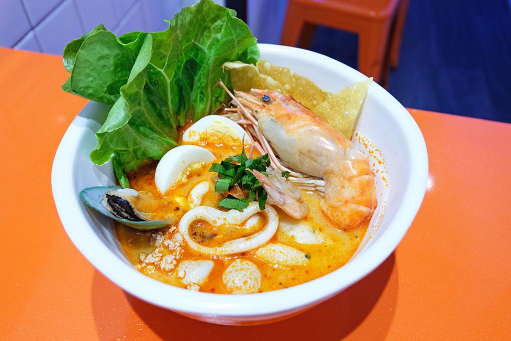 泰國清邁過江龍「Crazy Noodle」進駐天后,除了有主打的冬陰公招牌海鮮麵和椰子酸辣湯,還有香港限定秘製冬陰功撈麵!