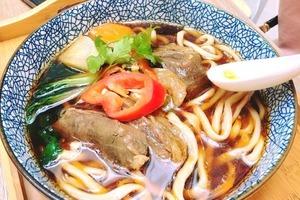 【天水圍美食】天水圍8090 好時光台式文青Cafe  紅燒牛肉麵/水果茶/窩夫甜品