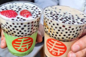 台南壽sweet奶茶店推出了抹茶珍珠奶凍和黑糖珍珠奶凍,喜歡飲黑糖珍珠鮮奶的朋友可以試試~