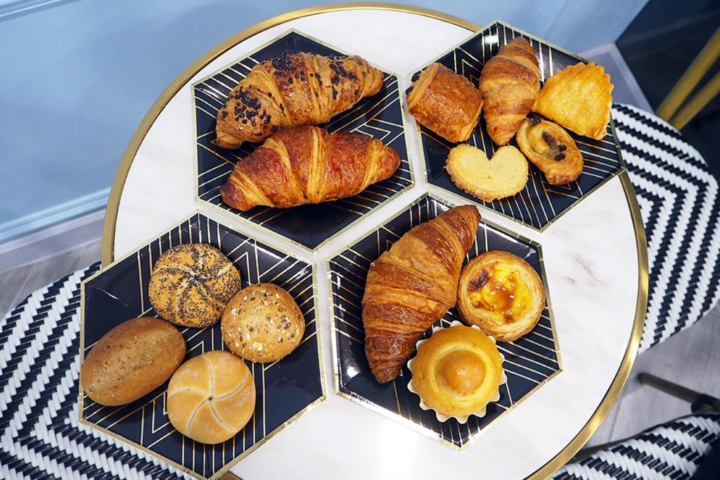 九龍城有間來自澳門的法式麵包店「香榭里」(Élysée Bakery)新開張,主打牛角包和葡撻。