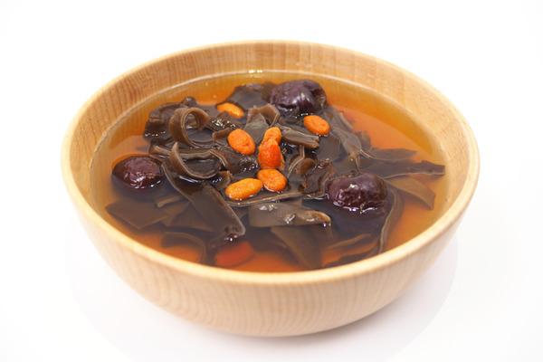 【健康食譜】一碗擊退黑眼圈  紅棗枸杞木耳糖水