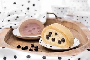 深圳喜茶熱麥新推出爆餡黑糖波波蛋糕卷和芋泥波波蛋糕卷。