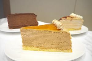 愛食千層蛋糕的朋友可試試尖沙咀Shaz Confections的千層蛋糕,有Baileys、紅豆麻糬味和黑朱古力味等,至適合甜品控!