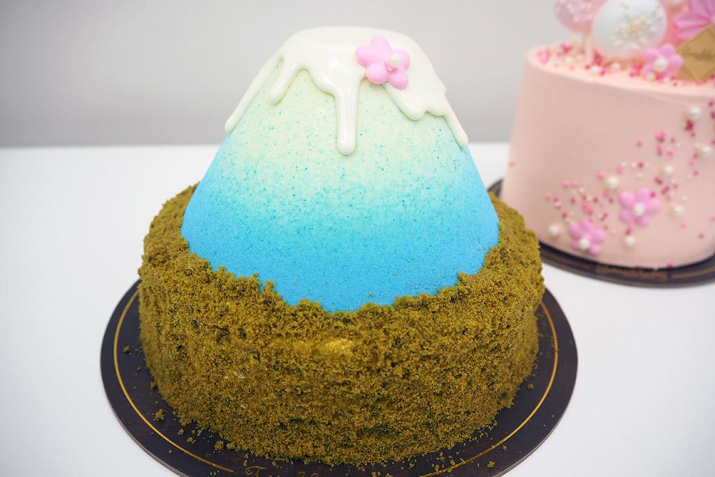 【蛋糕 香港】餅店春日限定夢幻新款甜品 流心富士山下/櫻花樹下蛋糕
