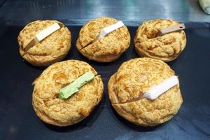 【鰂魚涌美食】鰂魚涌新開日式麵包店  5款口味夾心菠蘿油/黑松露炒蛋牛角包/芝士咖啡