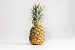 【菠蘿VS鳳梨】菠蘿、鳳梨傻傻分不清?兩者原來根本不一樣!外形/果肉/味道差好遠!